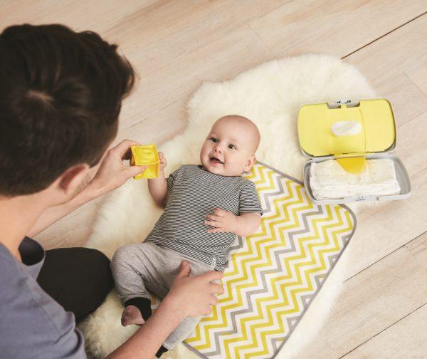 Pochette de change grise de B.box avec tapis à langer