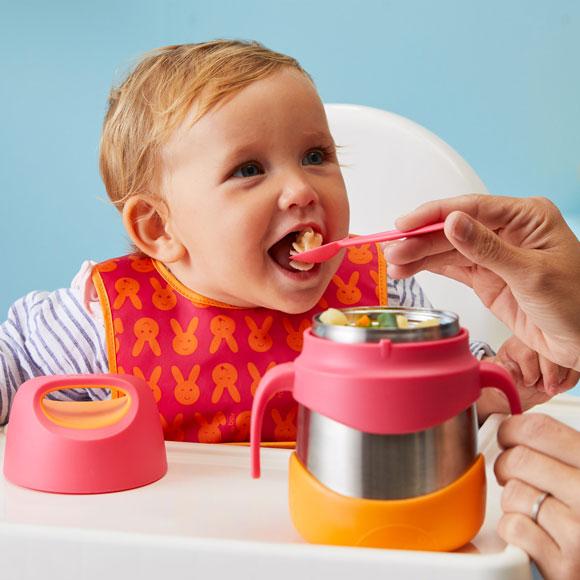 Tout savoir sur les premiers repas de bébé