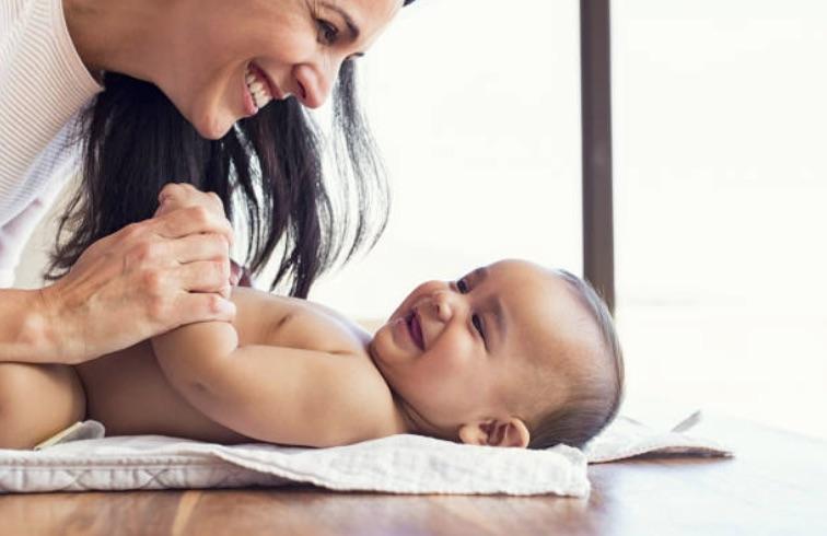 Changer bébé : les 5 précautions à prendre